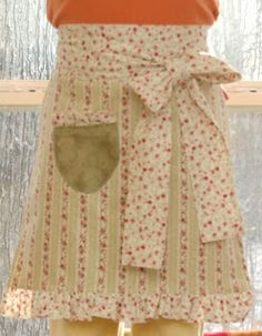 A Feathered Nest: Country Cottage Apron Inst.          LOVE THIS BLOG!!!!!!!!!!!!!! http://projectsforyournest.blogspot.com/2008/01/apron-tutorial.html