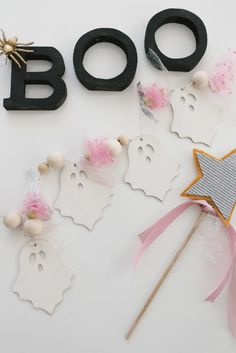 DIY Ghost Garland - The Mama NotesThe Mama Notes Chic Halloween, Pink Halloween, Halloween Inspo, Holidays Halloween, Halloween Kids, Halloween Themes, Halloween Crafts, Halloween Decorations, Halloween Party