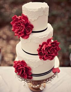Make A Statement with These Chic Wedding Cakes - MODwedding Snow White Wedding, Black Red Wedding, Black Wedding Cakes, Unique Wedding Cakes, 3 Teir Wedding Cake, Mod Wedding, Chic Wedding, Dream Wedding, Wedding Ideas