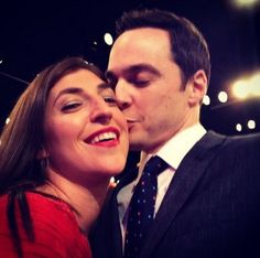 1. Jim Parsons and Mayim Bialik model 1 of 45 Ways To Take The Perfect Selfie - The Big Bang Theory - This one's for you, #Shamy fans.