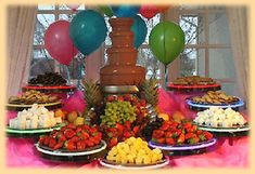 Chocolate fountains are a popular addition to parties, events and wedding receptions throughout the United States. The fountain allows guests to dip their own foods into a cascade of melted chocolate. Drink Bar, Chocolate Party, Melting Chocolate, Chocolate Chocolate, Chocolate Fondue Bar, Chocolate Treats, Dessert Bars, Dessert Table, Decoration Buffet