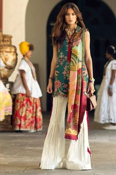 Elan Lawn Spring Summer Collection 2019 consists of perfect designs of Luxury Pakistani Designer Lawn Suits must have for a summer season. Pakistani Dresses Casual, Pakistani Dress Design, Indian Dresses, Indian Outfits, Casual Dresses, Pakistani Lawn Suits, Pakistani Fashion Casual, Short Dresses, Pakistan Fashion