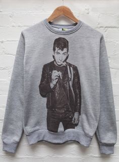 Alex Turner Smoking Jumper Grey <<<<<<<< I WANT THIS NOW PLEASE ASDFGJKLLKKK *.* ❤