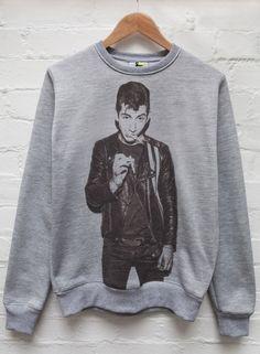 Alex Turner Smoking Jumper Grey <<<<<<<< I WANT THIS NOW PLEASE ASDFGJKLLKKK *.* ❤