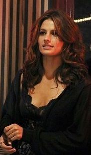 Stana Katic plays Detective Kate Beckett on Castle. Canadian Actresses, Actors & Actresses, Stana Katic Hot, Castle Tv Shows, Beautiful People, Beautiful Women, Castle Beckett, Mode Style, Movies