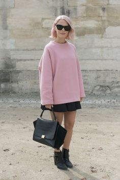The Amount of Insanely Chic Outfits Spotted on the Streets of Paris Fashion Week Will Shock and Astound You Fashion Week, Girl Fashion, Womens Fashion, Fashion Trends, Paris Fashion, Street Fashion, Street Style Chic, Inspiration Mode, Lookbook