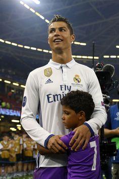 Cristiano Ronaldo & Jr Real Madrid Champions League 12 duodecima Cardiff 2017