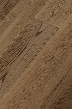 Deep Fried Country Oak Wood Flooring: A delicate Scandinavian and contemporary plank fused with English traditionsare the elements of composition for our Deep Fried Country.