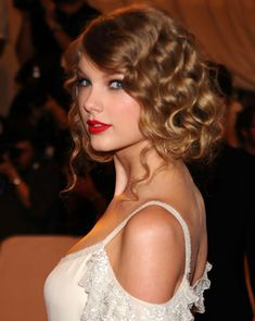 Taylor Swift - Curly Updos Hairstyles For Medium Lenght Hair