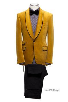21 Smoking jasje gemaakt van gele fluweel met afgezette revers en zakjes