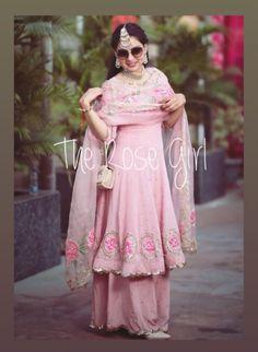 Best Trendy Outfits Part 34 Designer Salwar Kameez, Designer Kurtis, Punjabi Suits Party Wear, Punjabi Wedding Suit, Wedding Suits, Silk Anarkali Suits, Punjabi Salwar Suits, Patiala, Sharara