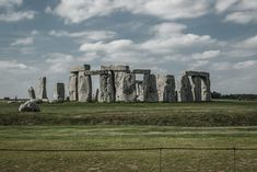 Learning The Facts And Myths Surrounding Stonehenge - historicalb.com Facts About Stonehenge, Lightroom, Physical Geography, English Heritage, Types Of Stones, Stock Foto, Cool Places To Visit, Wonders Of The World, Mount Rushmore