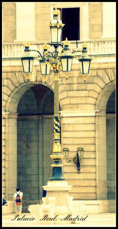 Sin duda es una de las visitas obligadas para todo el q viene a Madrid. El Palacio de Oriente. http://todomundopeques.blogspot.com