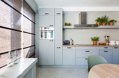 weer-verliefd-op-je-huis-grijze-keuken-nieuwe-fronten Kitchen Dining, Kitchen Cabinets, Industrial Loft, Kitchen Interior, House, Inspiration, Home Decor, Kitchen Ideas, Concrete