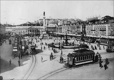 Foto magnífica da Praça D. Pedro IV na Baixa de Lisboa em 1920.