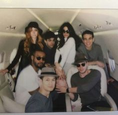 I want to be in that plane Shadowhunters Series, Sci Fi Tv Shows, Dominic Sherwood, Shadowhunters The Mortal Instruments, Friends Moments, Matthew Daddario, Clace, Film Serie, Shadow Hunters