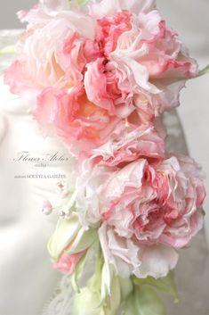 Dabīgās ādas un zīda ziedi Satin Flowers, Faux Flowers, Fabric Flowers, Paper Flowers, Hand Embroidery Tutorial, Ribbon Embroidery, Embroidery Designs, Ribbon Flower Tutorial, Flower Artists