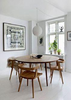 Questa casa, essenziale e accogliente allo stesso tempo, è un esempio di caldo minimalismo.