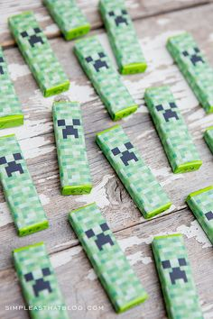 Free printable Minecraft valentines with creeper gum wrappers. Non candy Valentines idea.