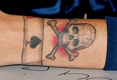 It appears Louis Tomlinson may have drawn some inspiration from his inked-up bandmates for his latest tat, adding the obligatory skull and crossbones tatto Cup Of Tea Tattoo, Rogue Tattoo, Louis Tomlinson Tattoos, Swift Bird, Spider Web Tattoo, Stag Tattoo, Globe Tattoos, Penguin Tattoo, Tic Tac Toe Game