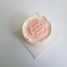 Pretty Birthday Cakes, Pretty Cakes, Simple Cake Designs, Korean Cake, Pastel Cakes, Birthday Cake Decorating, Cute Desserts, Just Cakes, Sweet Cakes