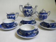 Got this for Christmas one year...still have it and the box it came in...mine is a 20 piece set....Blue Willow Toy Tea Set