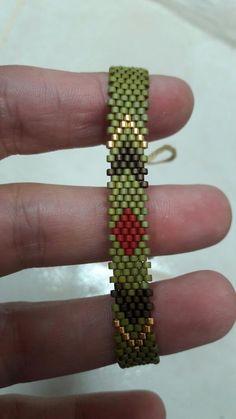 bracelet done the long way Loom Bracelet Patterns, Bead Loom Bracelets, Bead Loom Patterns, Beading Patterns, Bangle Bracelets, Bead Jewellery, Beaded Jewelry, Bead Embroidery Jewelry, Bracelets