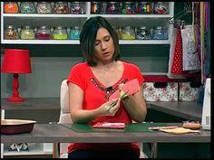 No Armarinho da arte te ensinamos como fazer um pegador de panela muito fácil. Confira a lista de materiais no BLOG: novotempo.com/armarinhodaarte Assista o ...