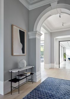 In the entryway, the architect seamlessly combined the existing heritage features with an expansive new extension. For example, the hallway, features a Victorian arch leading toward a glass steel door that opens onto the home's new addition Edwardian House, Victorian Homes, Archways In Homes, Decor Interior Design, Interior Decorating, Hallway Designs, Tall Ceilings, House On A Hill, Ceiling Design