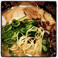 久々に前の事務所近くに来たので三気で麺活。ここは替玉10円やけん、ガツンと食べれるね。