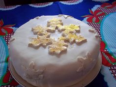 Christmas Cake (Torta navideña) Chilean Recipes, Cupcakes, Chocolate, Baking, Desserts, Christmas, Decorated Cookies, Cake, Moist Cakes