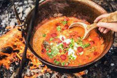 Nejlepší recepty naříjen: Zelňačka sklobásou, dýňový koláč ioriginální svařák! - Proženy Thai Red Curry, Ethnic Recipes, Soups, Food, Essen, Soup, Meals, Yemek, Eten
