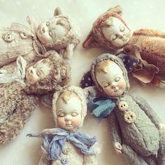 ...спят усталые игрушки, киски спят... Решила показать #мордашки поближе. Фото для #insta_фото_урок3  под наблюдением @sila.slova  @natalikurova  #теддидрузья #теддик #теддидолл #kitties #kitti #кукла #кукларучнойработы #кукламалышка #кукласвоимируками #куклаинтерьерная #куклавподарок #кукла_ручной_работы #куклавналичии #кукладлядуши #куклакупить #продается #продаетсякукла