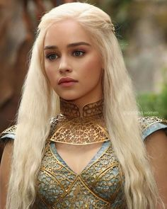 Daenerys Targaryen 🐲 ❤️ Credits to ✨ 🔼 🔽 Daenerys Targaryen Art, Emilia Clarke Daenerys Targaryen, Game Of Throne Daenerys, Khaleesi, Game Of Thrones Dress, Arte Game Of Thrones, Game Of Thrones Characters, Acteurs Game Of Throne, Mother Of Dragons