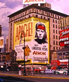 Vintage Times Square – 16 Brilliant Photos of the Crossroads of the World in the Nyc, Vintage New York, Upstate New York, Movie Poster Art, Movie Theater, Old And New, Vintage Photos, Vintage Posters, Street Photography