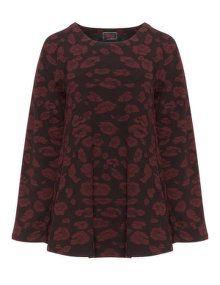 Prisa Strukturiertes Shirt mit Rosenmuster in Rot / Schwarz