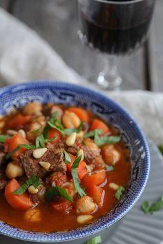 Kjøttgryte fra Toscana med tomat og pinjekjerner