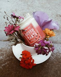 Off with their heads! Unlike the notoriously sour nature of the Queen of Hearts, our Queen of Tarts candle is the perfect sweet-smelling companion. The Queen of Tarts candle smells of crumbly shortbread, fresh, plump strawberries and a topping of cream whip.  Jars: 250 ml Height: 10 cm Burn time: 25+ hours  All Form & Flux candles are made with natural soy wax and essential oils. These beauties have a minimum burn time of 25 hours. Each scent wafts subtly and distinctly throughout its sur...