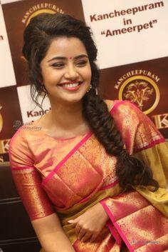 Anupama-Parameswaran-at-VRK-Silks-Launches-Photos-(43)