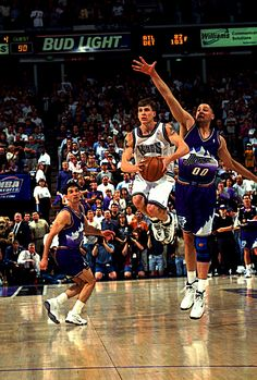 Jason Williams' underground backstory only increased his popularity when he  burst on the scene as a flashy passing Sacramento King in '99, and he  remains a ...