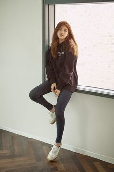 Suzy (수지) is a South Korean actress and solo singer under Management SOOP. Suzy debuted as a member of MissA in March 2010 under JYP En. Suzy Bae Fashion, Korea Fashion, Asian Fashion, Girl Fashion, Fashion Outfits, Kpop Outfits, Korean Outfits, Casual Outfits, Cute Outfits