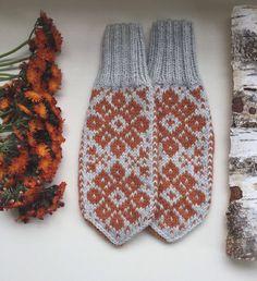 Knitting Socks, Mittens, Knitting Patterns, Gloves, Monogram, Etsy, Crochet, Lilac, Easy Crochet Projects