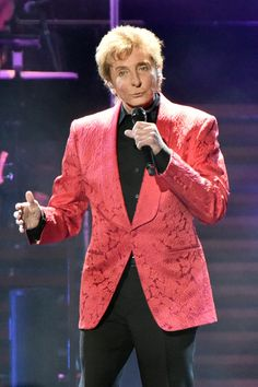 Barry Manilow Photos: Barry Manilow In Concert - Chicago, Illinios