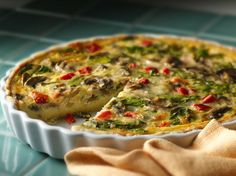 Spinach mushroom quiche Bisquick® Gluten Free mix crust topped with spinach and mushroom mixture for a tasty breakfast – perfect if you love French cuisine. Gluten Free Breakfasts, Gluten Free Recipes, Vegetarian Recipes, Cooking Recipes, Best Quiche Recipes, Brunch Recipes, Breakfast Recipes, Breakfast Ideas, Breakfast Quiche