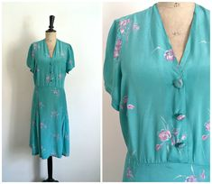 Vintage 1940s Turquoise Blue Rayon Summer Day Dress with Small Purple  Flowers   Size Large-Extra Large. Vintage Années ... 1dd24fffe40f