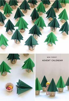 Advent Calendar with little Christmas trees / Un calendrier de l'Avant fait avec des petits sapins en papier - Paul & Paula
