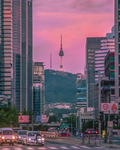 Travelling to Korea? The streets or Seoul can't be any more beautiful Aesthetic Korea, City Aesthetic, Travel Aesthetic, Seoul Photography, South Korea Photography, Seoul Korea Travel, South Korea Seoul, Places To Travel, Places To Visit