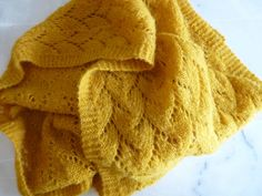 Lace me a scarf -tuto inside- - a cloud . - Stéphanie LHE - - Dentelle-moi une écharpe -tuto inside- - un nuage. Lace Knitting, Knitting Stitches, Knit Crochet, Knitting Patterns, Sewing Online, Cute Bear, Poncho Tops, Knitting Accessories, Knitted Shawls