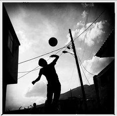 El Juego De Las Sombras En Teherán Silhouette, My Works, Black And White, Pictures, Photography, Beautiful, Art, Shades, Games