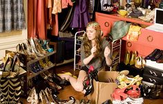 Remember Isla Fisher in Confessions of a Shopaholic struggling with her wardrobe? Look at this picture - doesn't she seem messed out with her closet? Get Over Your Ex, Get Over It, Carrie Bradshaw, Primark, Comment Organiser Son Dressing, Film Feel Good, Gossip Girl Blair, Gossip Girls, 10 Film